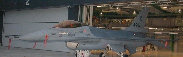 Type-sikkerhedsdøre-isoleret-hangar-Volkel-hollandsk-militær